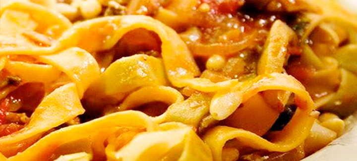 Tagliatelle al ragù di zucca e salsiccia calabrese