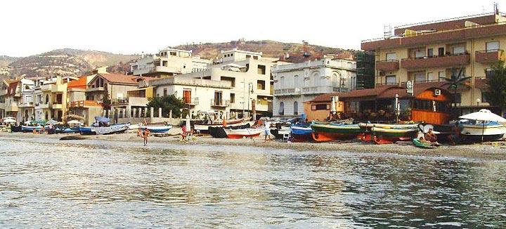 Cannitello: uno dei più caratteristici borghi di mare della Calabria.