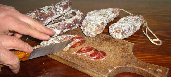 Prodotti tipici calabresi: il Salame Crudo di Albidona